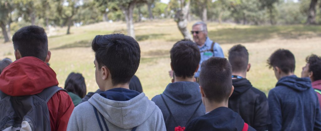 Alumnos del IES Isaac Albéniz de Leganés (Madrid) antes de empezar el BioBlitz Monte de Boadilla. Autor: GBIF.ES